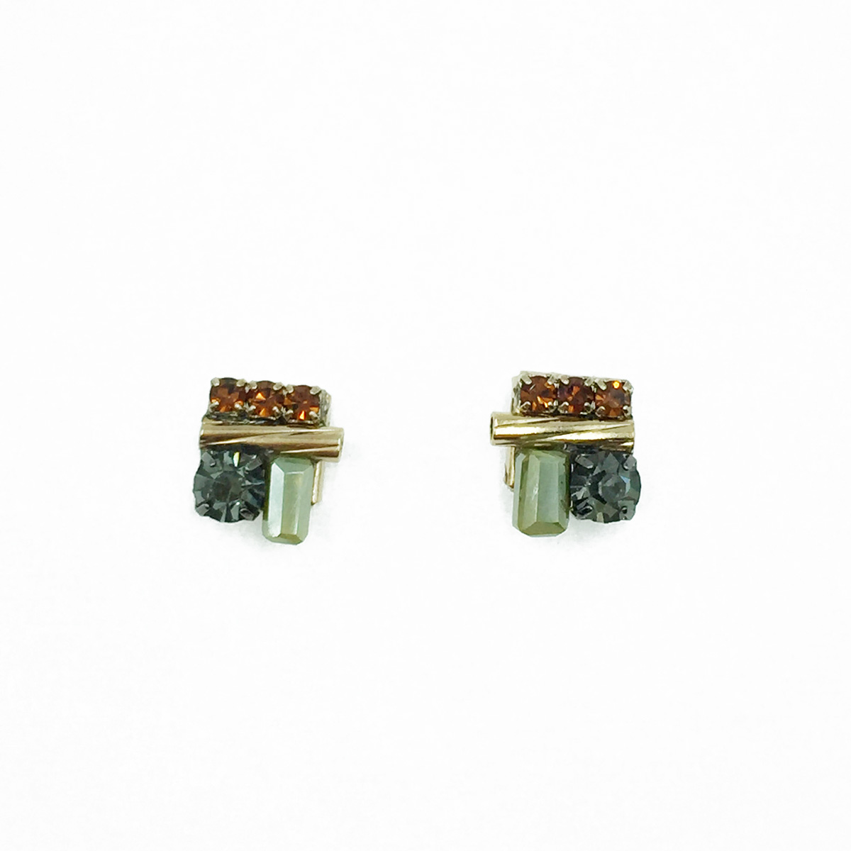 水鑽 精緻質感 耳針式耳環 採用施華洛世奇水晶元素 Crystals from Swarovski