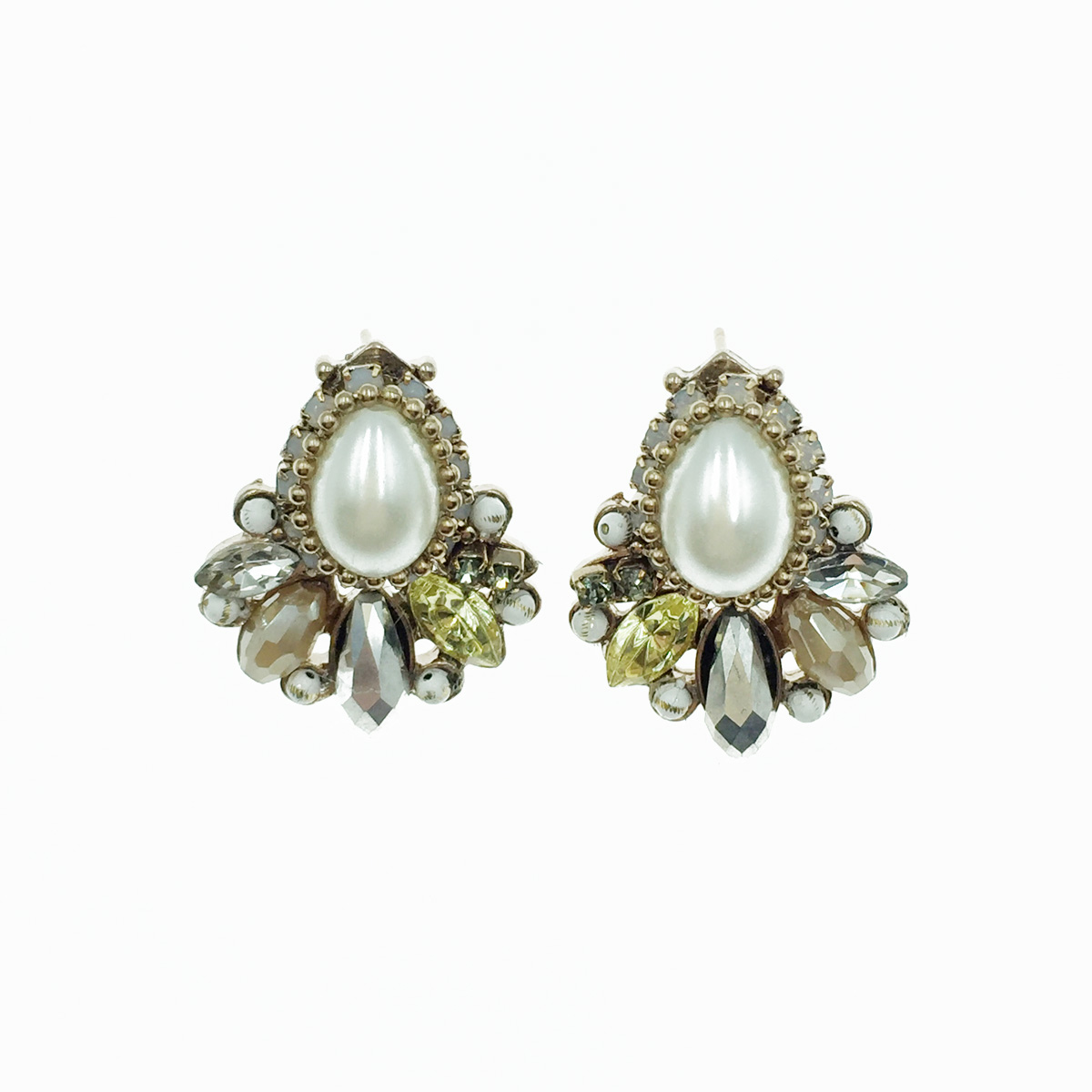 珍珠水鑽 古典 耳針式耳環 採用施華洛世奇水晶元素 Crystals from Swarovski