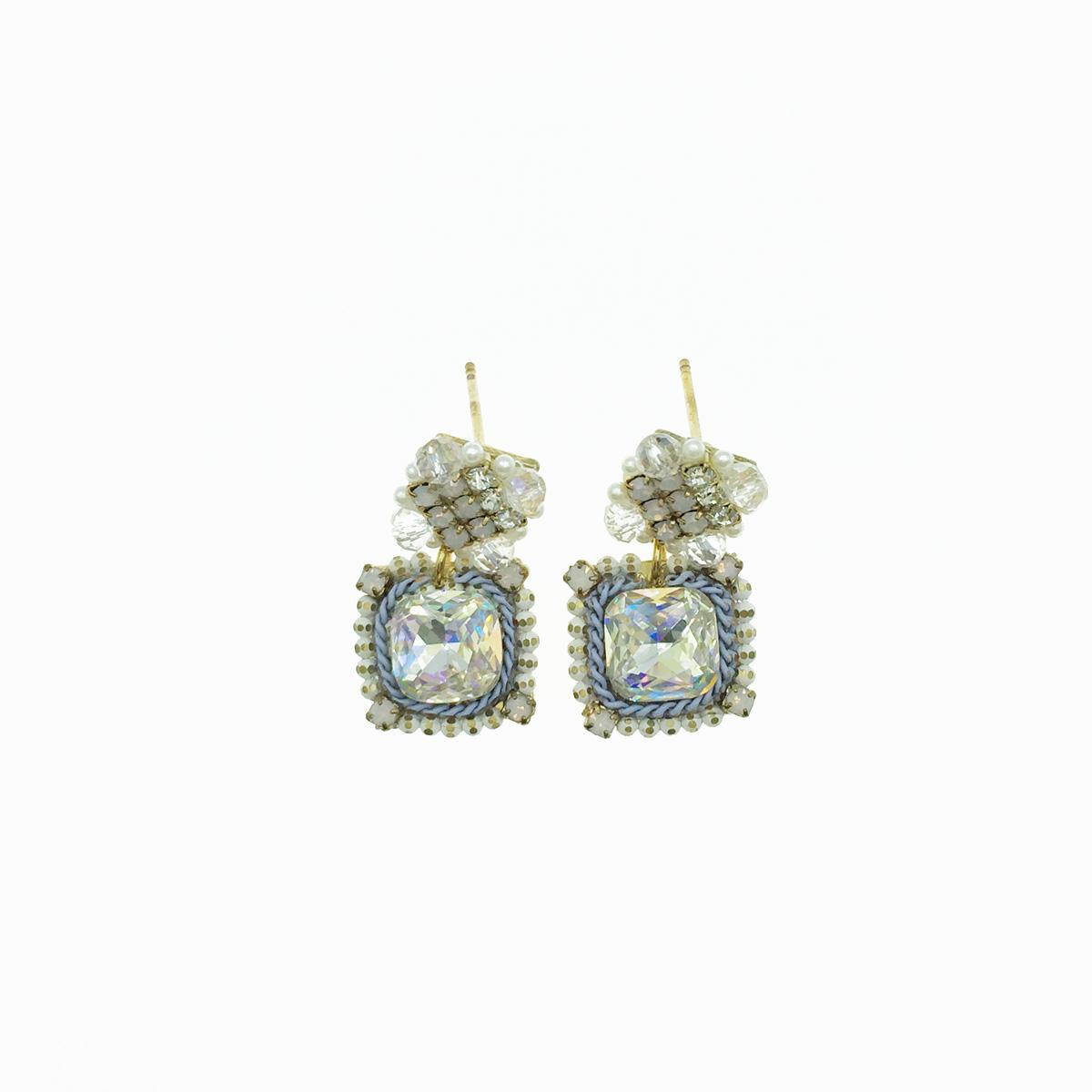 水鑽珍珠 垂墜感 耳針式耳環 採用施華洛世奇水晶元素 Crystals from Swarovski