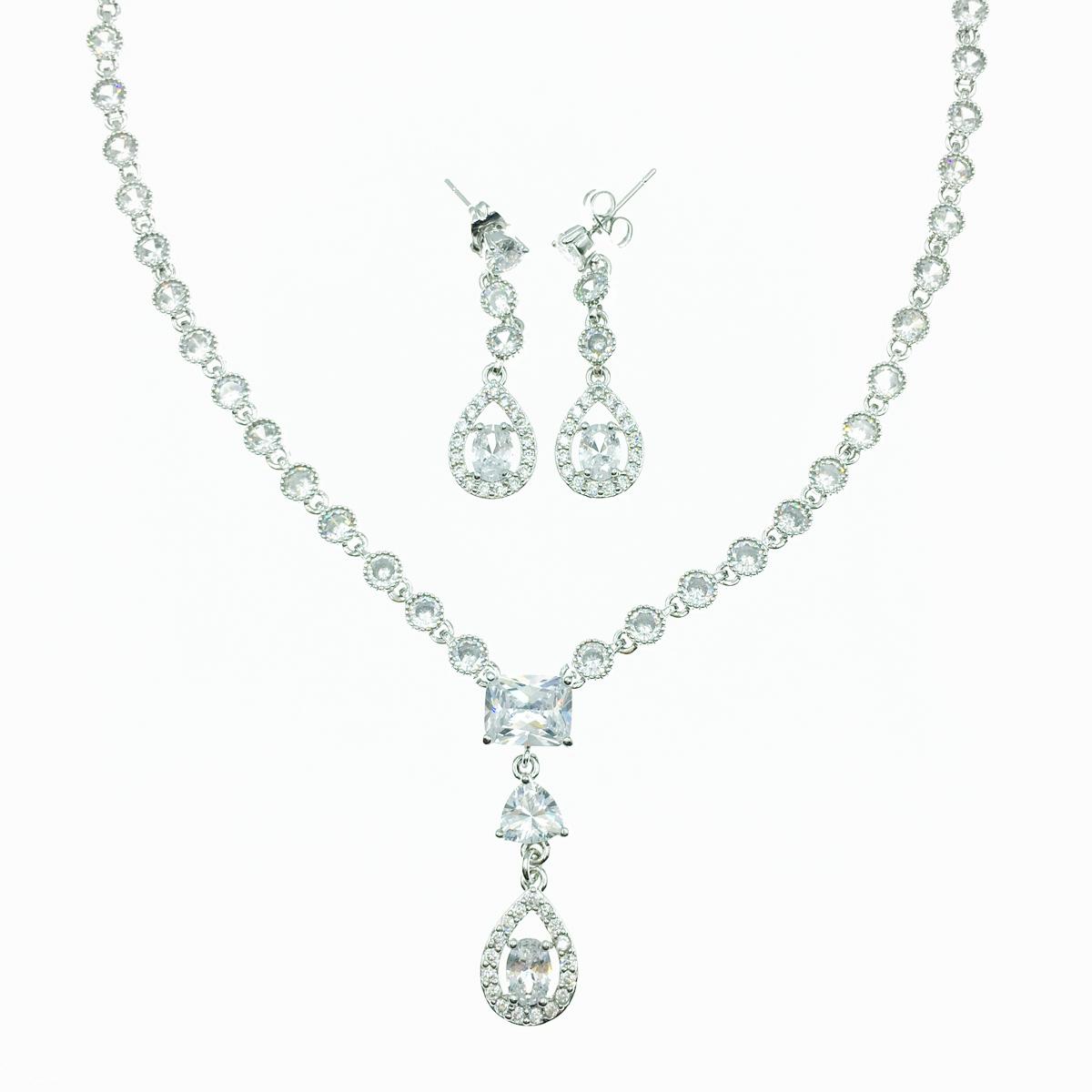 簍空水滴水鑽 圓鑽 垂墜感 耳針式耳環項鍊套組 採用施華洛世奇水晶元素 Crystals from Swarovski