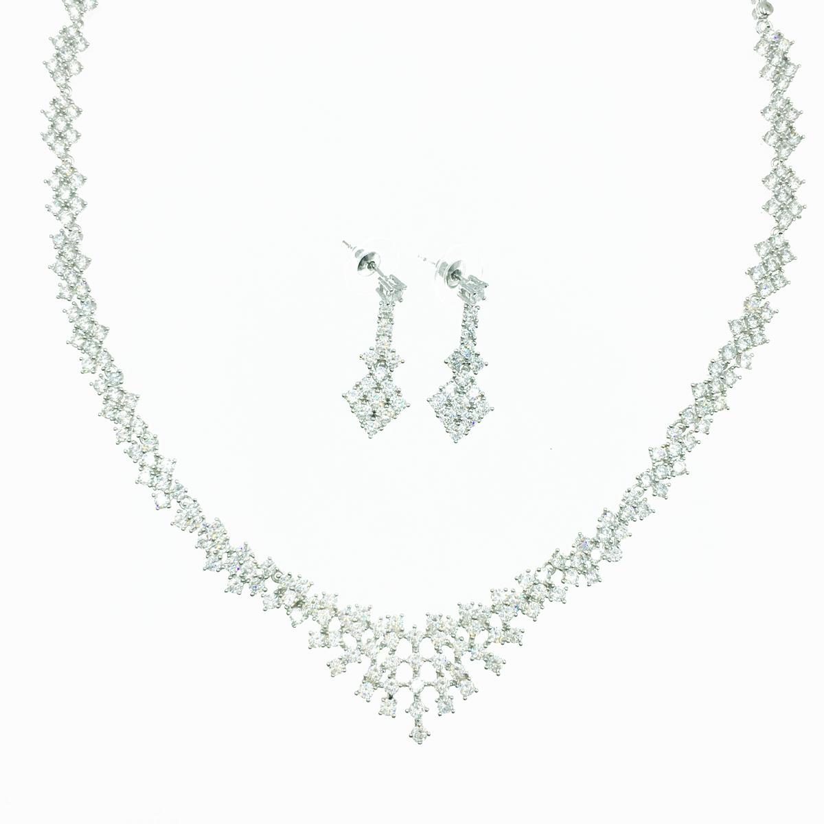 水鑽設計 精緻優雅 耳針式耳環項鍊套組 採用施華洛世奇水晶元素 Crystals from Swarovski