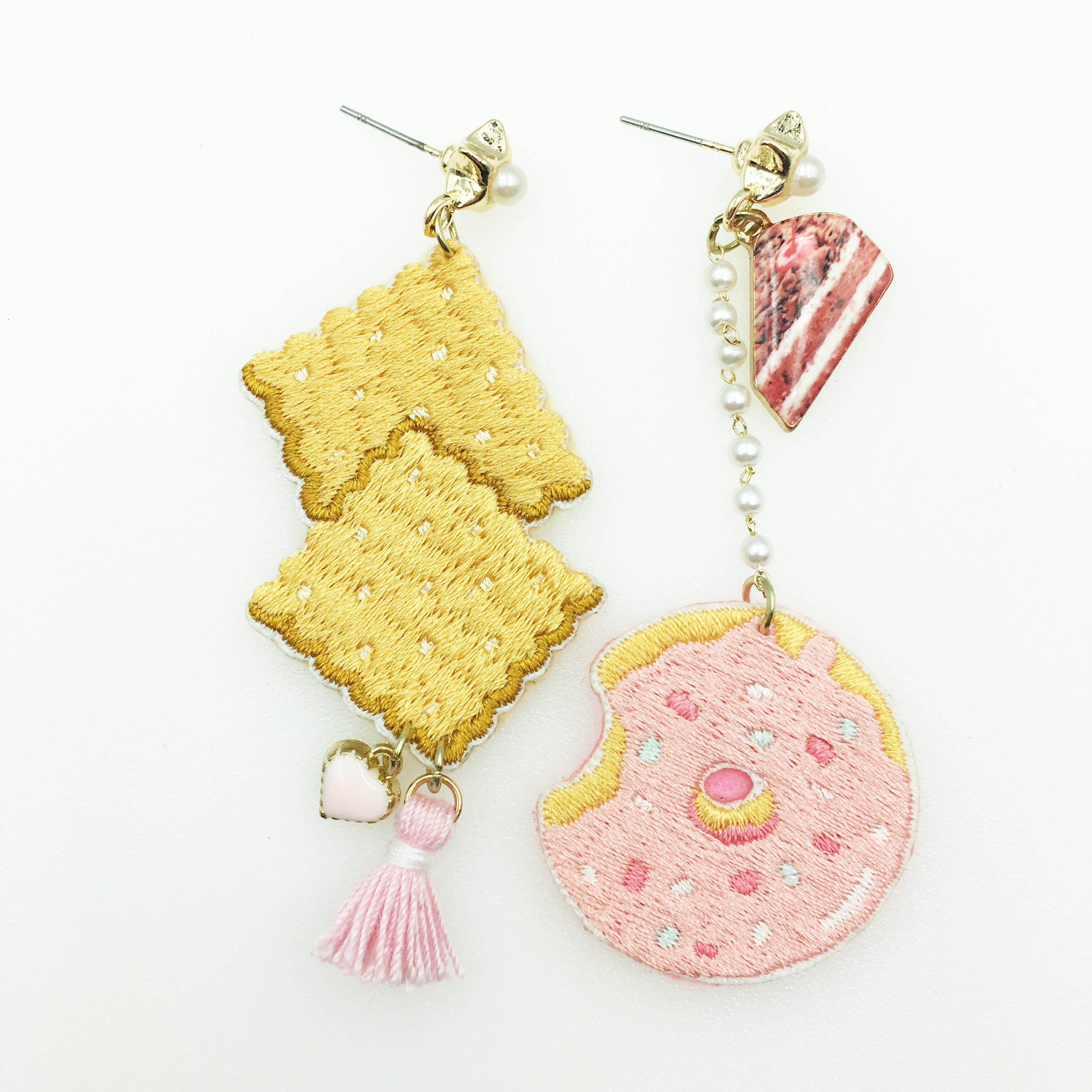 韓國 燙布貼 不對稱 甜甜圈 餅乾 蛋糕 星星 珍珠 流蘇 粉愛心 垂墜感 耳針式耳環