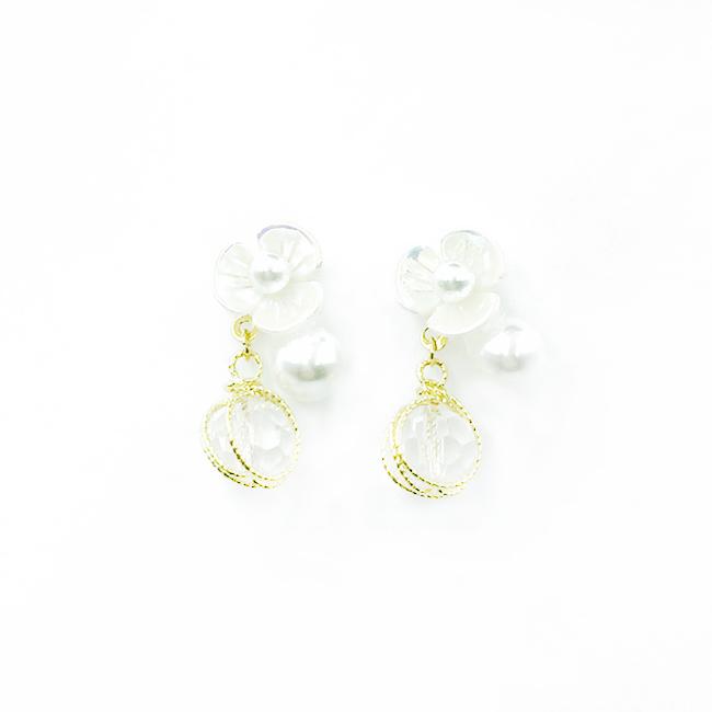 韓國 925純銀 白彩花朵 珍珠 透明水晶 金色螺旋金屬線 垂墜感 耳針式耳環
