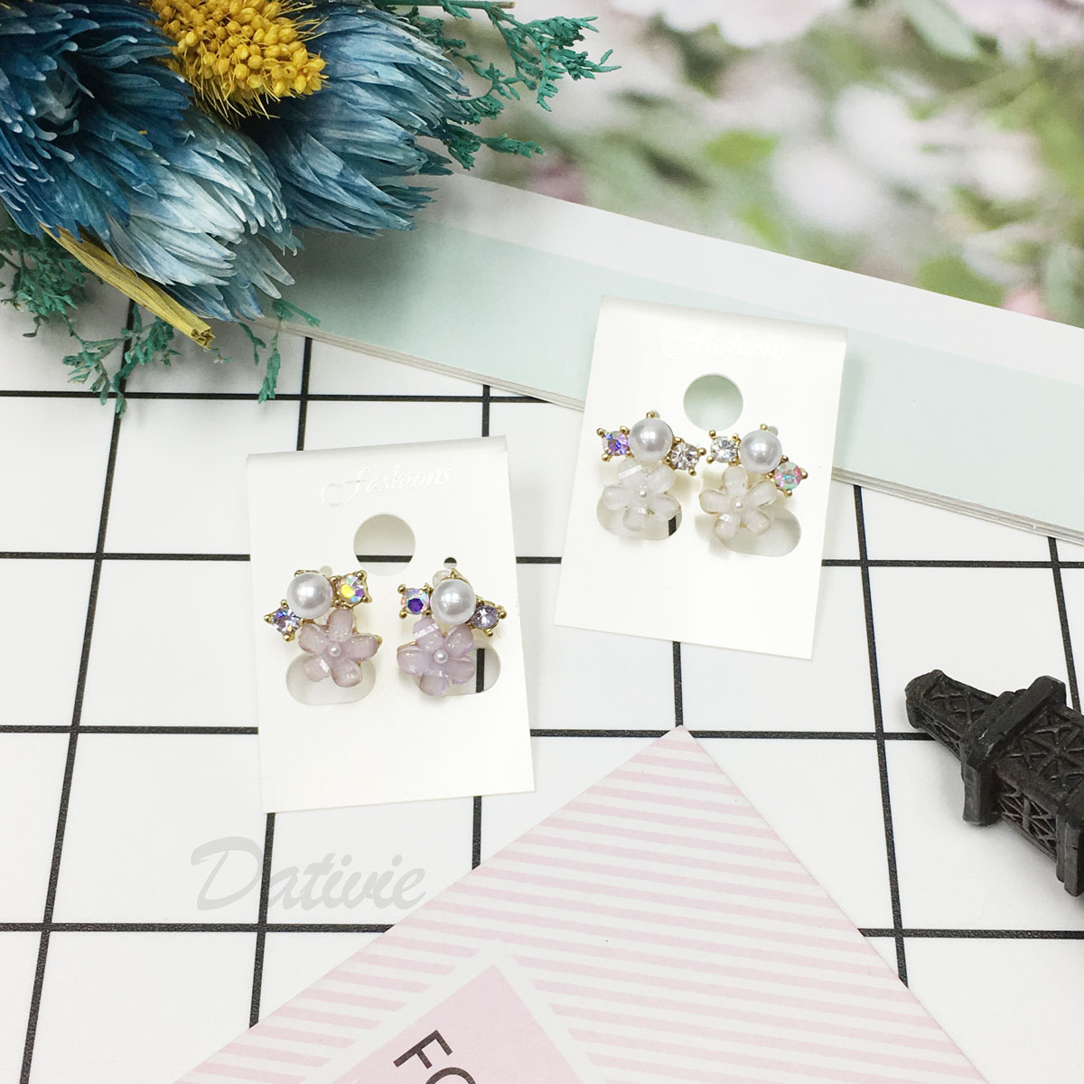 韓國 花朵 珍珠 水鑽 拼接 夾式耳環