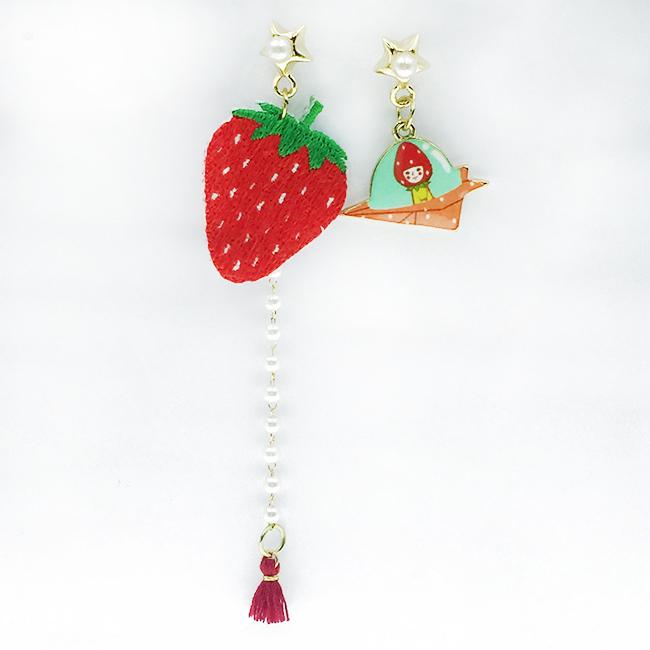 韓國 不對稱 刺繡 燙布貼 草莓 紙飛機 星星 珍珠 鑽 流蘇 垂墜感 耳針式耳環