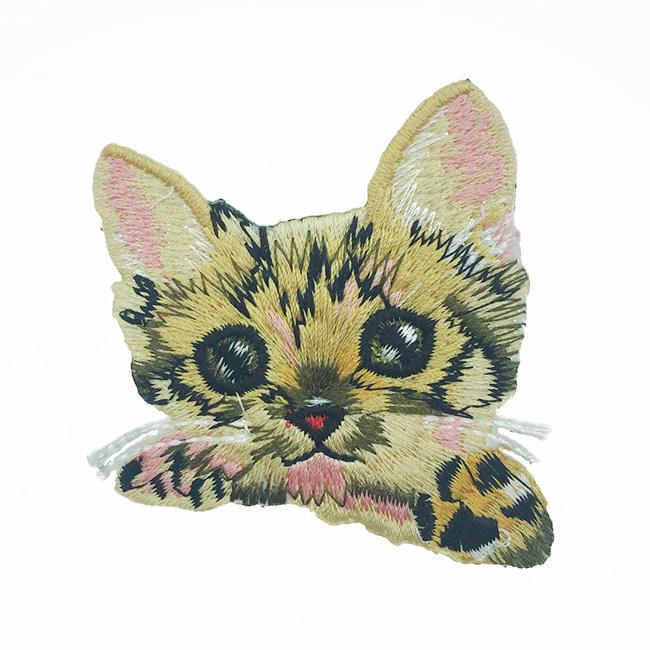 韓國 刺繡 燙布貼 貓咪 小時候 無辜 胸針 別針