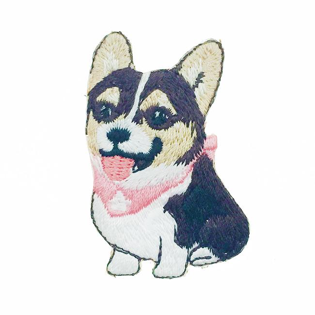 韓國 刺繡 燙布貼 狗狗 吐舌頭 圍兜兜 胸針 別針