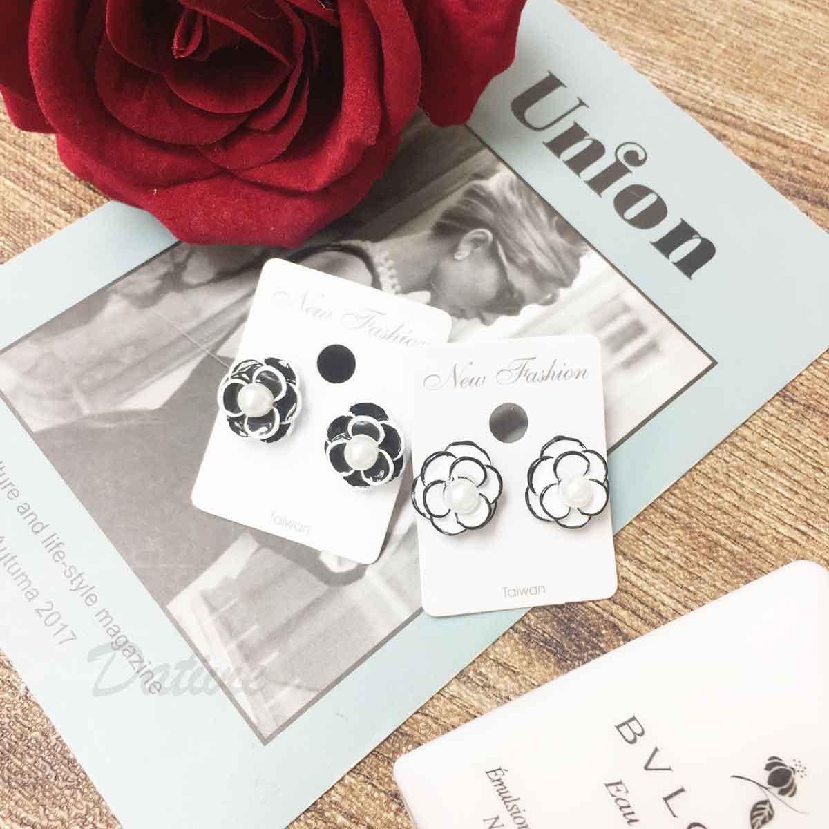 小香風 山茶花 珍珠 立體花瓣 2色 氣質優雅 耳針式耳環
