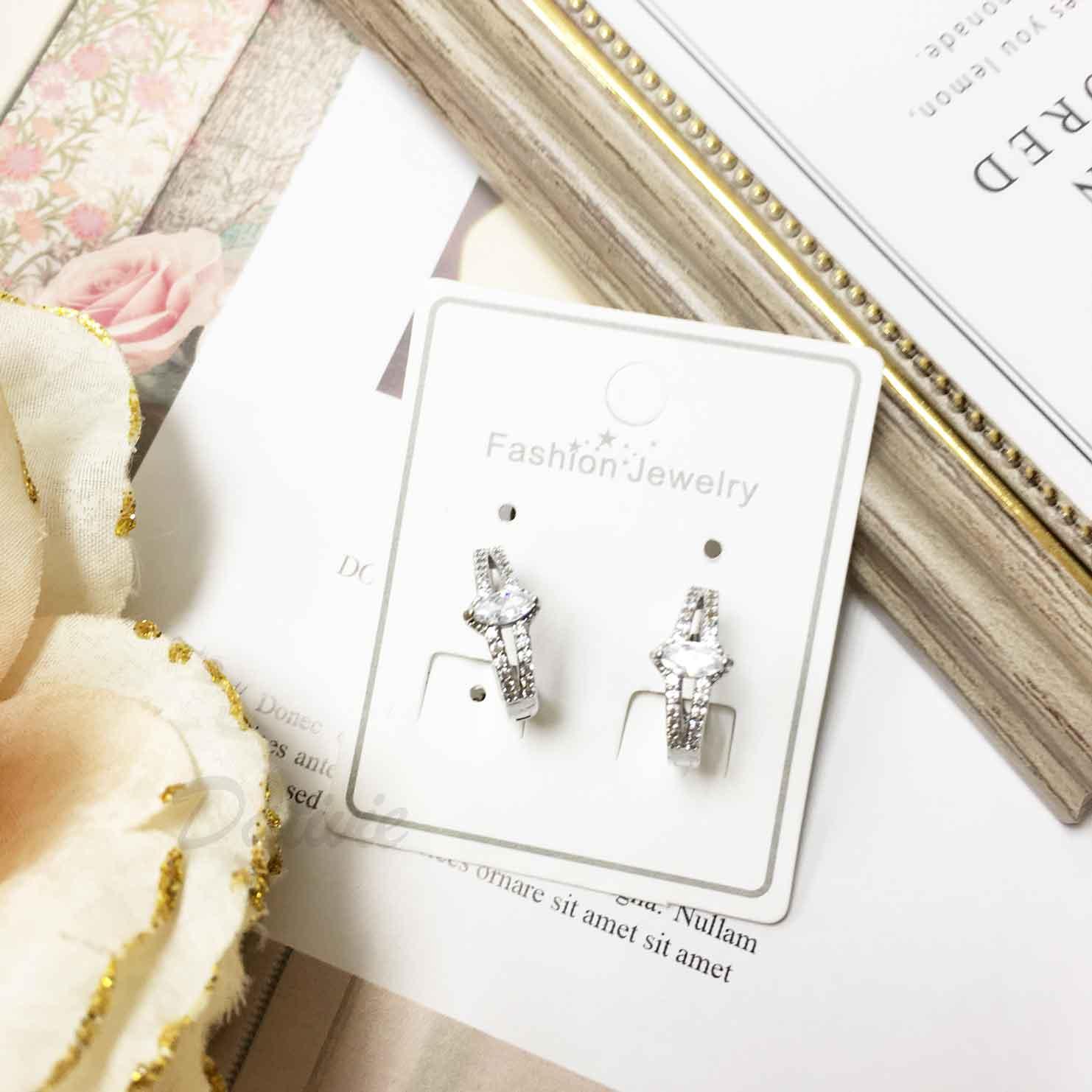戒指造型 水鑽 簍空 氣質甜美 耳針式耳環