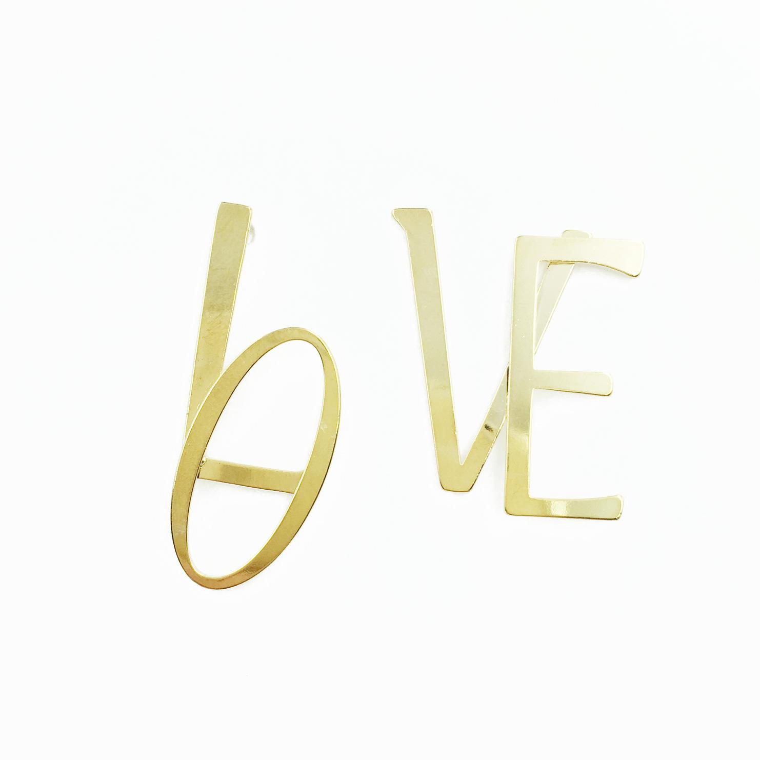 韓國 英文字母 LOVE 金色 歐美金屬 簡約款 耳針式耳環