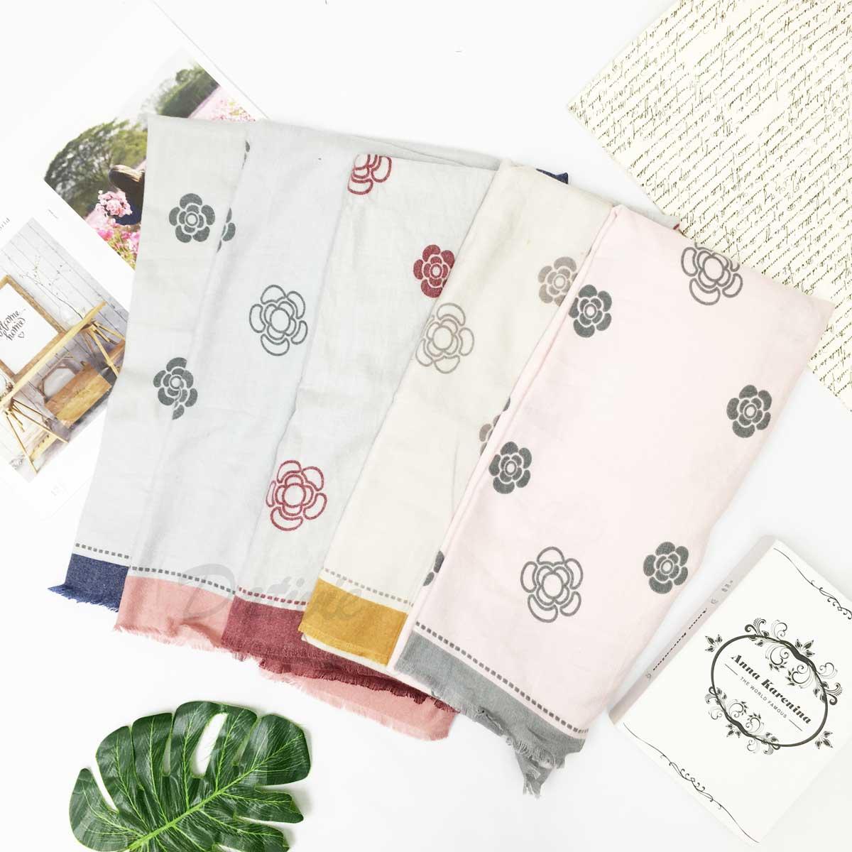 圍巾 小花朵 框邊 親膚 柔暖 保暖 披肩 氣質款 圍巾