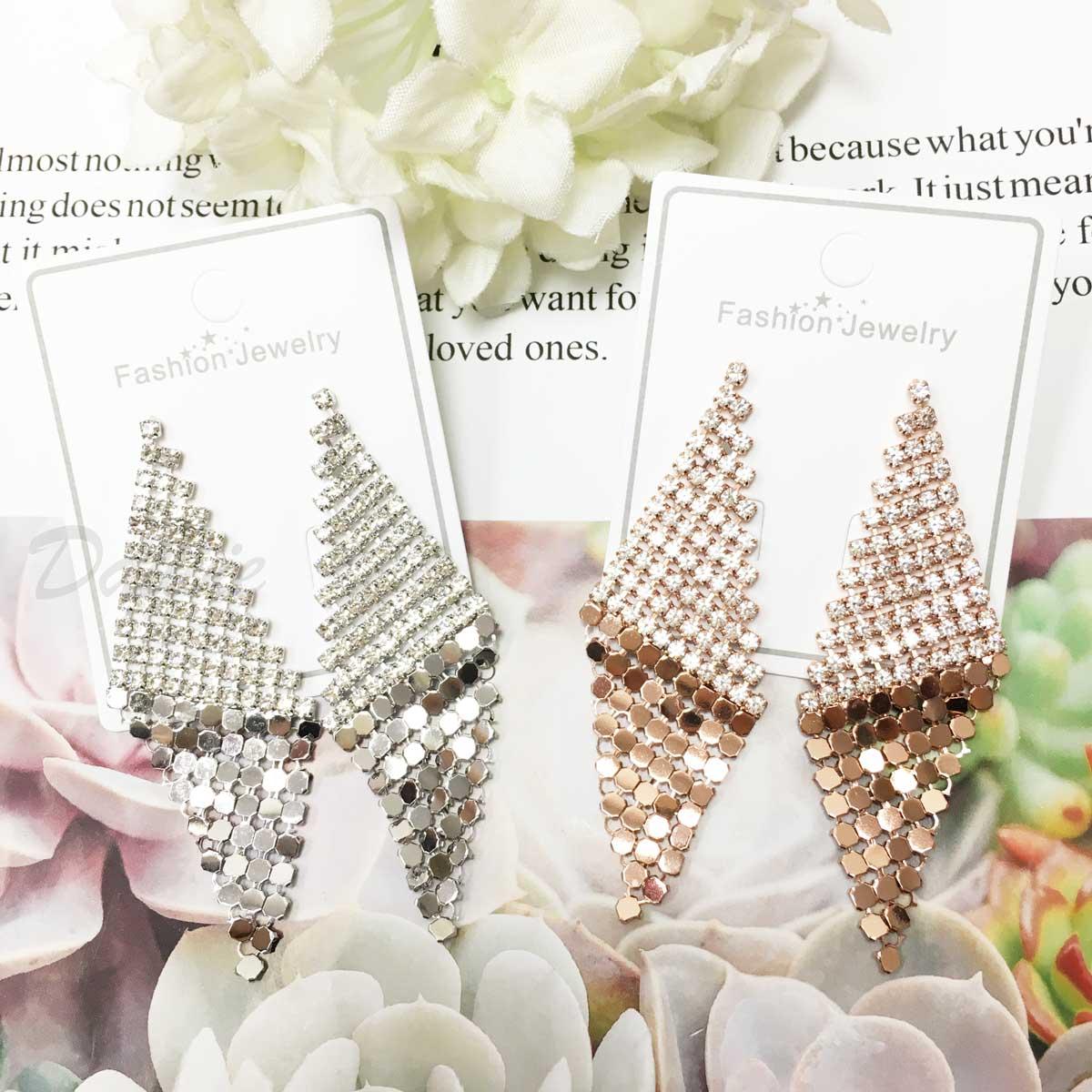華麗 金屬亮片 不規則 菱形 閃耀 水鑽 2色 耳針耳環