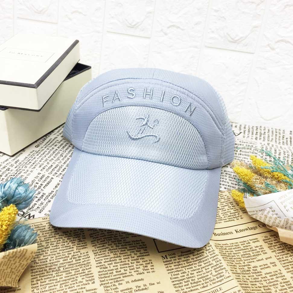 運動帽 時尚 打球 英文字樣 小方格花紋 後面透氣材質 魔鬼氈可調鬆緊 帽子