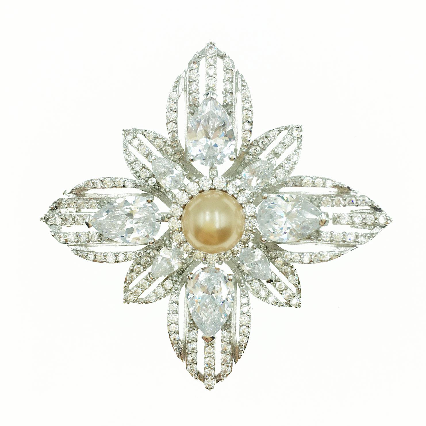 珍珠十字造型 水晶 水鑽 銀色 別針 胸針 採用施華洛世奇水晶元素 Crystals from Swarovski
