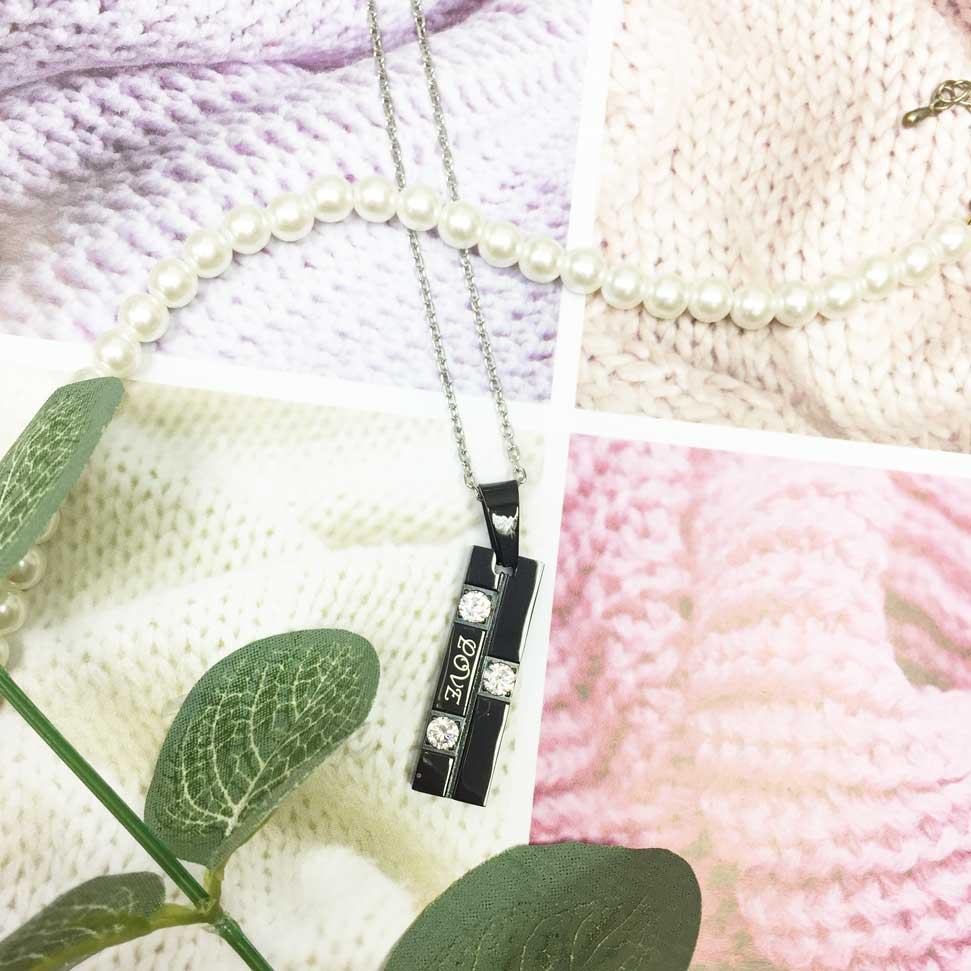 韓國 不鏽鋼 刻字 LOVE 鑲鑽 黑色墜飾 項鍊