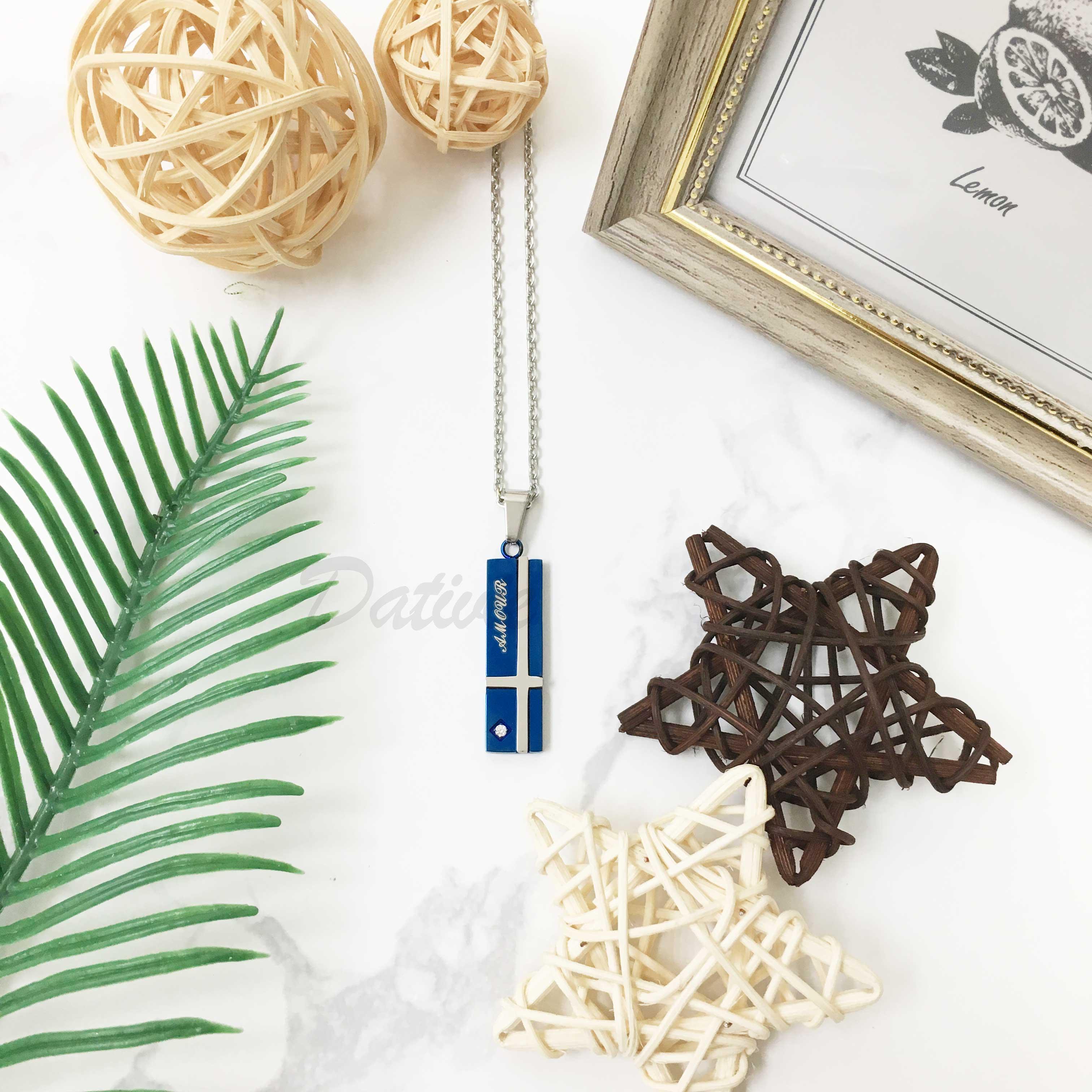 不鏽鋼 雙色 藍底銀色十字架 刻字(愛) 鑲單鑽 項鍊