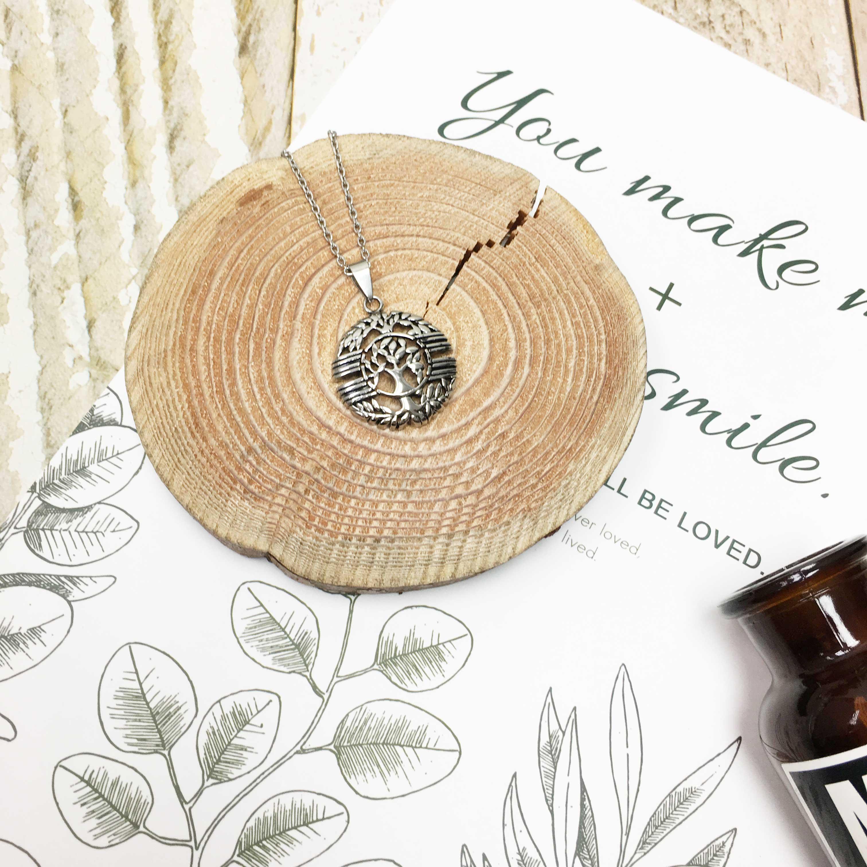 不鏽鋼 圓形 簍空 月桂樹 橫條紋 項鍊