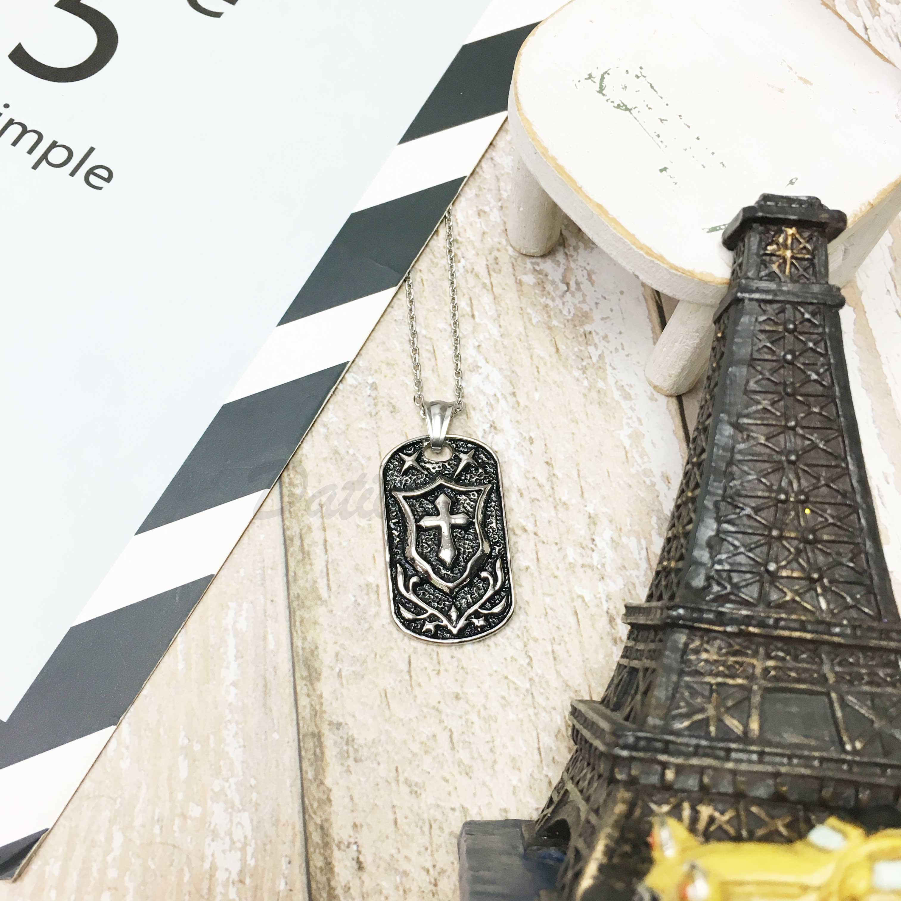 不鏽鋼 盾牌 立體雕刻 十字 勳章 項鍊