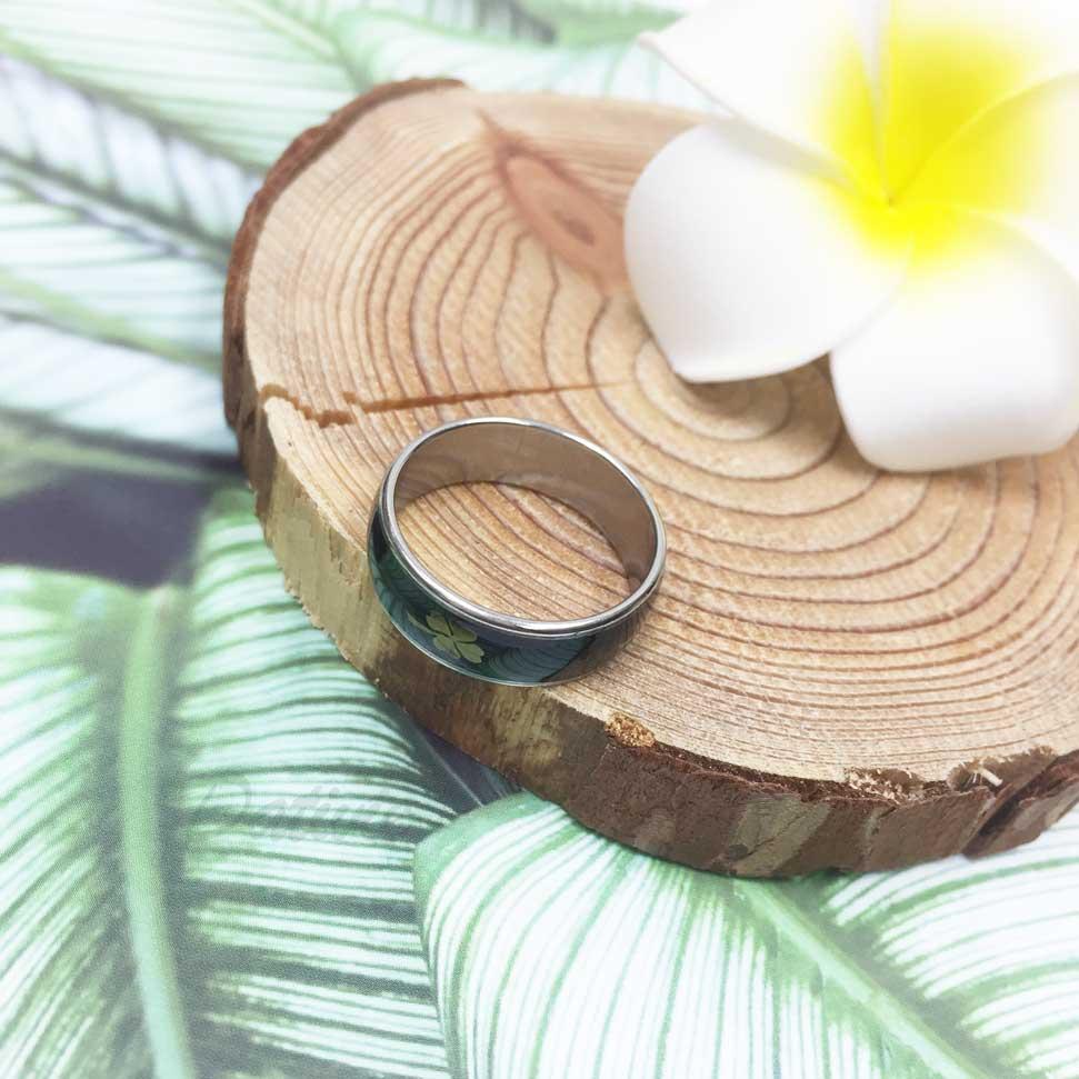 不鏽鋼 四片幸運草 黑底 銀色 手飾 戒指