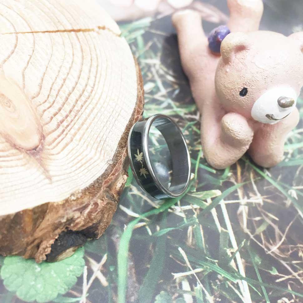 不鏽鋼 黑底 楓葉 趣味風 銀色 手飾 戒指
