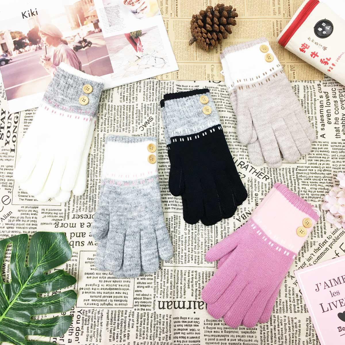 刷毛手套 立體鈕扣 拼接 點綴 可愛俏皮 刷毛 保暖 粉 黑 白 灰 卡其 手套